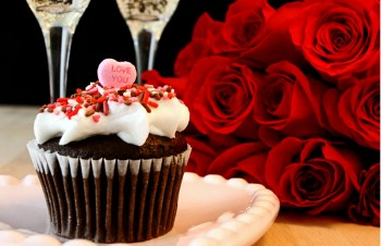 Valentine Cupcake With Red Roses