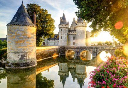 Desenhos de Sully-sur-Loire Castle Jigsaw Puzzle para colorir